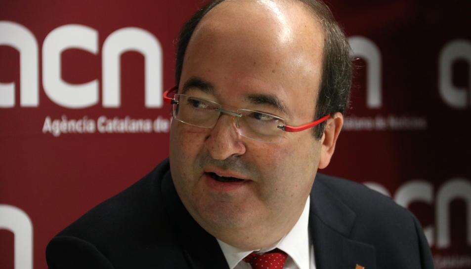 Primer pla del candidat del PSC el 21-D, Miquel Iceta, durant una roda de premsa a la seu de l'ACN.