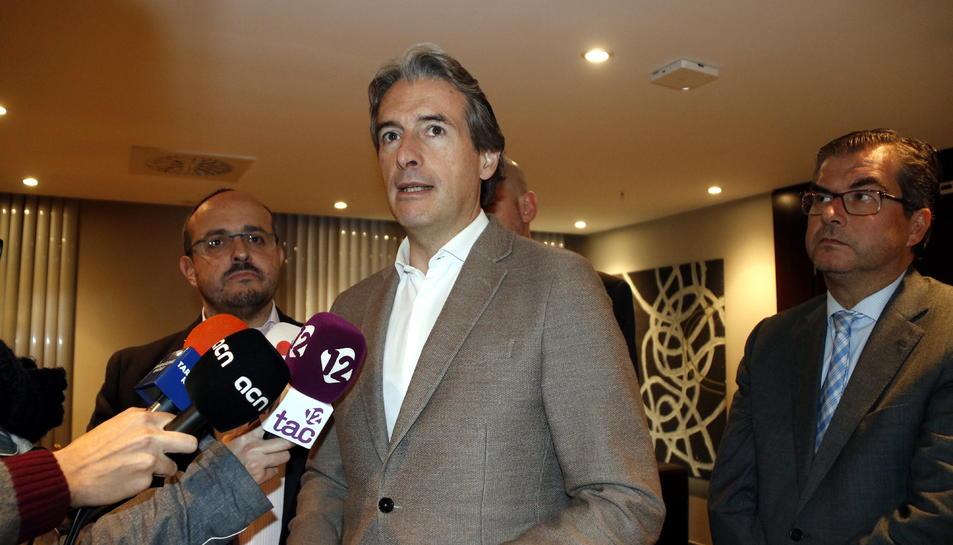 El ministre de Foment, Íñigo de la Serna, atenent els mitjans a Tarragona.