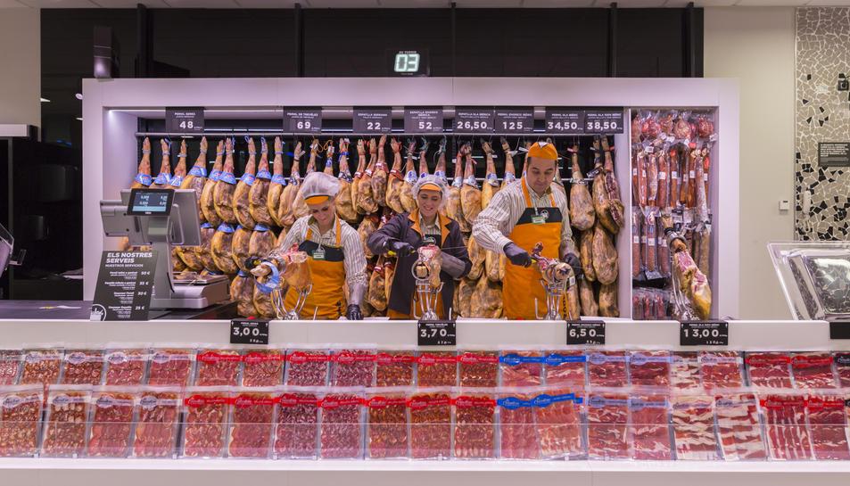 Imatge de la secció de xarcuteria del nou model de botiga de Mercadona.
