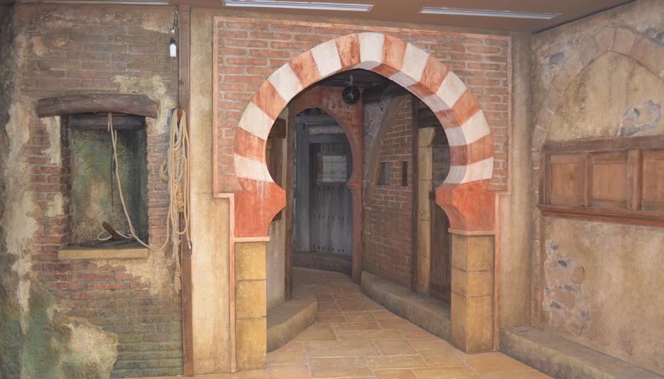 La planta baixa, dedicada als pessebres, està ambientada com si fos una plaça oriental.