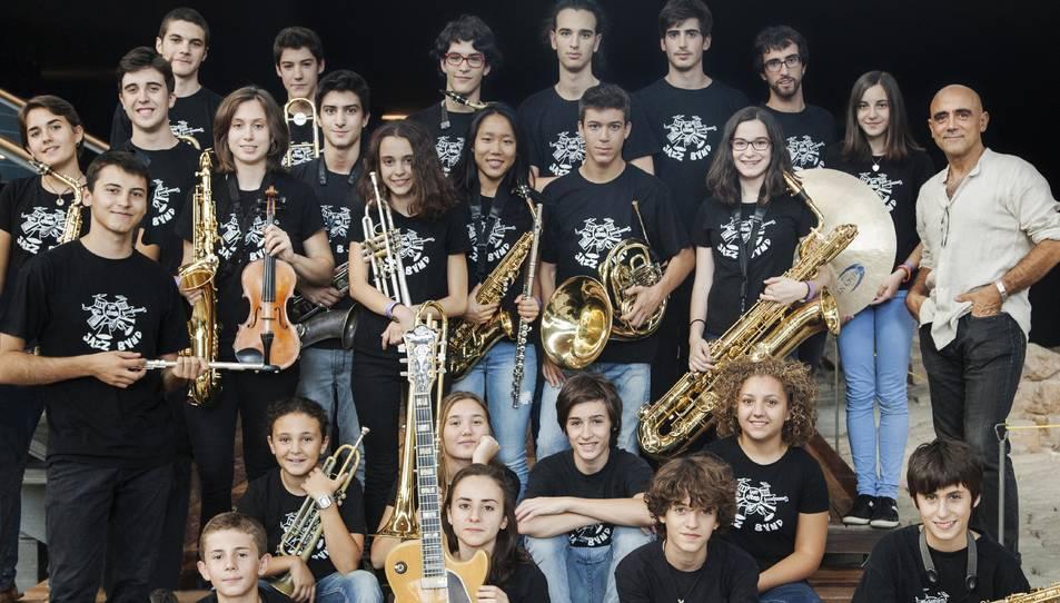 Els integrants de la Sant Andreu Jazz Band amb Joan Chamorro.