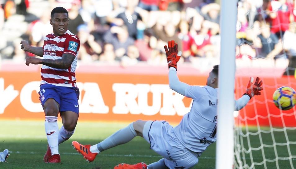 La davantera titular del conjunt andalús suma un total de vint-i-un gols aquest curs.
