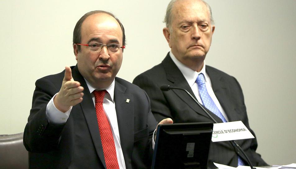 El candidat del PSC el 21-D, Miquel Iceta, pronunciant una conferència sota la mirada del president del Cercle d'Economia, Juan José Brugera