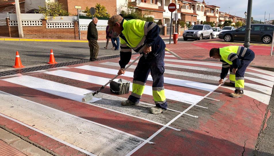 Imatge dels treballs als pasos de vianants a Roda de Berà.