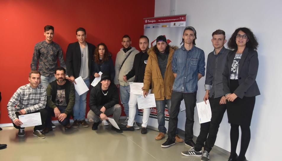 Imatge dels diferents lliuraments de diplomes als participants.