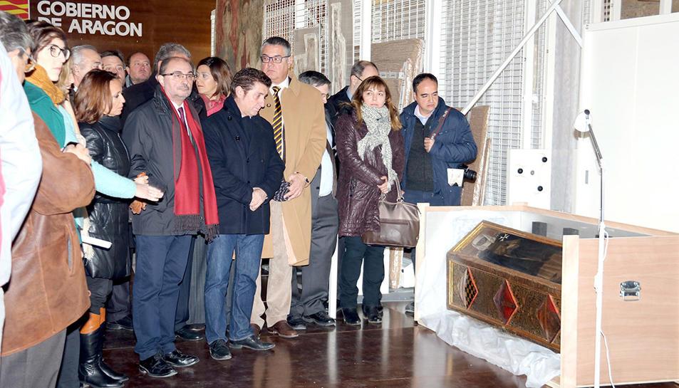 El president d'Aragó, Javier Lambán, visitant al Monestir de Sixena algunes de les obres procedents del Museu de Lleida.