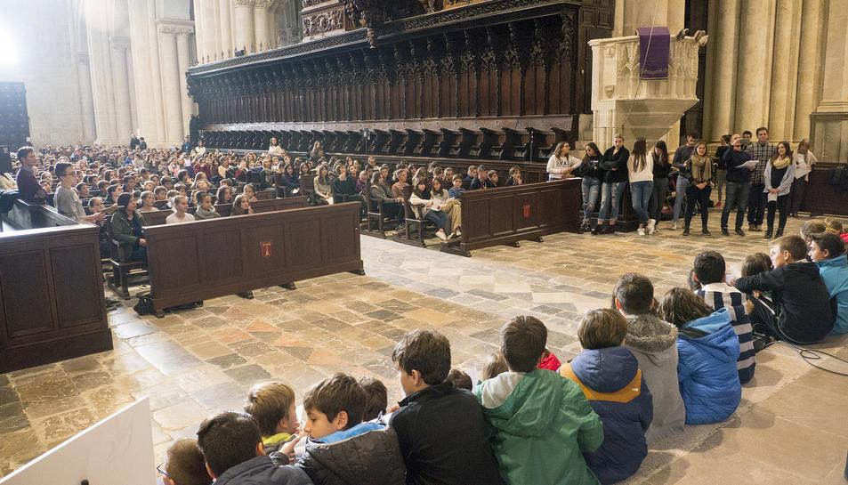 Centenars d'alumnes de les escoles de Tarragona en l'acte dels Sembradors d'Estels.