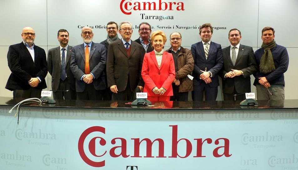 Laura Roigé con los miembros del Comité Ejecutivo de la Cámara de Tarragona.