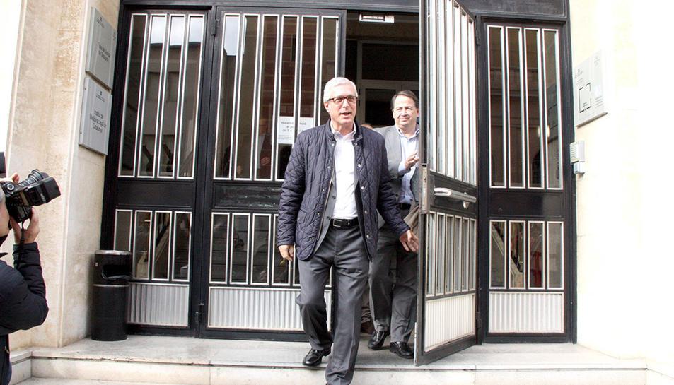L'alcalde de Tarragona, Josep Fèlix Ballesteros, sortint dels jutjats després de declarar pel cas Inirpo el 26 de gener de 2016.