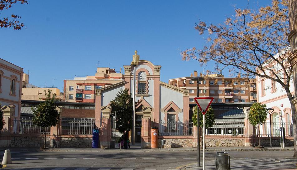 Una imatge d'arxiu de la façana de la Biblioteca Central Xavier Amorós,  al carrer de l'Escorxador.