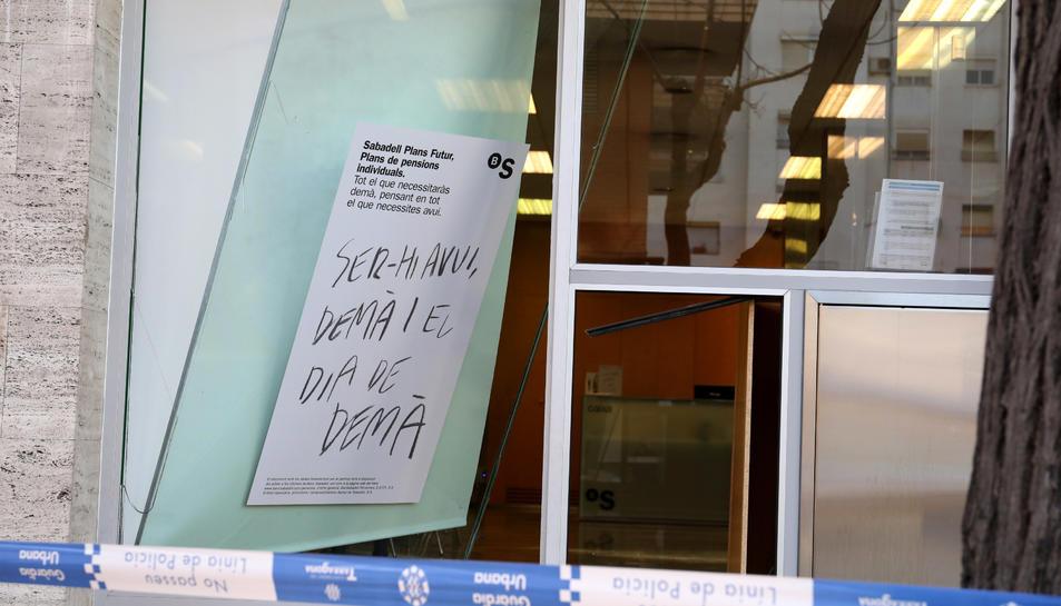Los mossos descartan que hayan robado en la oficina del for Buscador oficinas sabadell