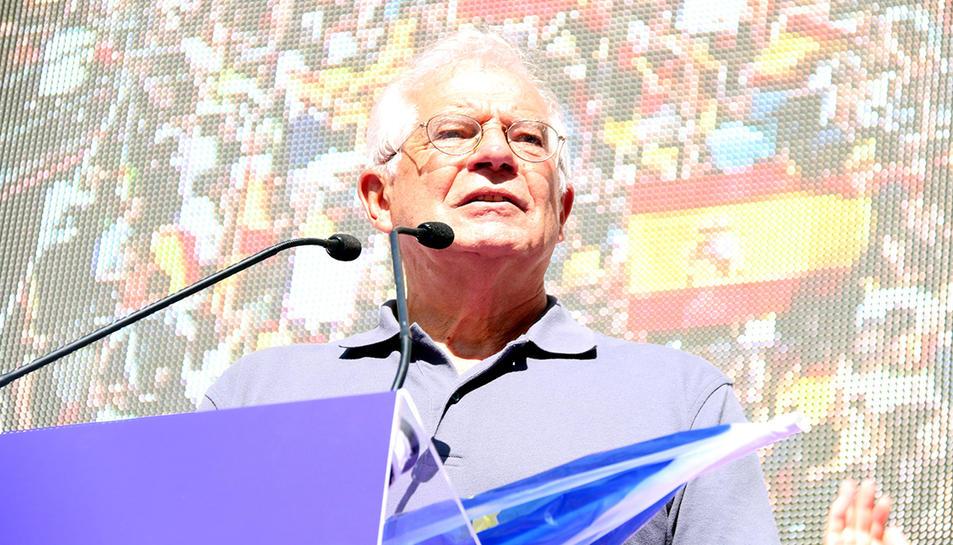 Josep Borrell durantla manifestació unionista del passat 8 d'octubre a Barcelona.