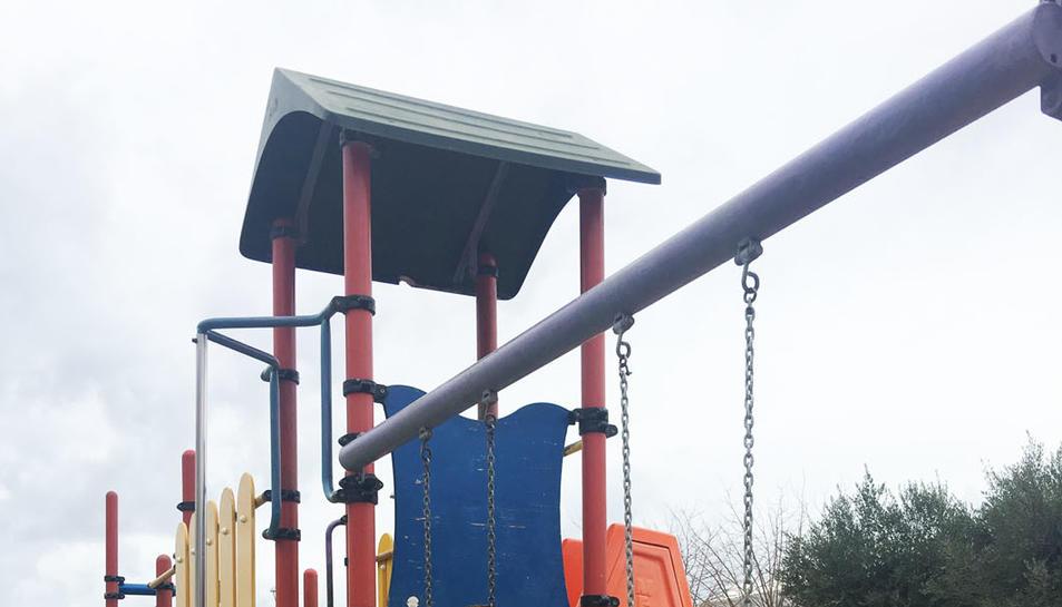 Moltes famílies han demanat al consistori que instal·li aquest element de seguretat als parcs on no hi era.