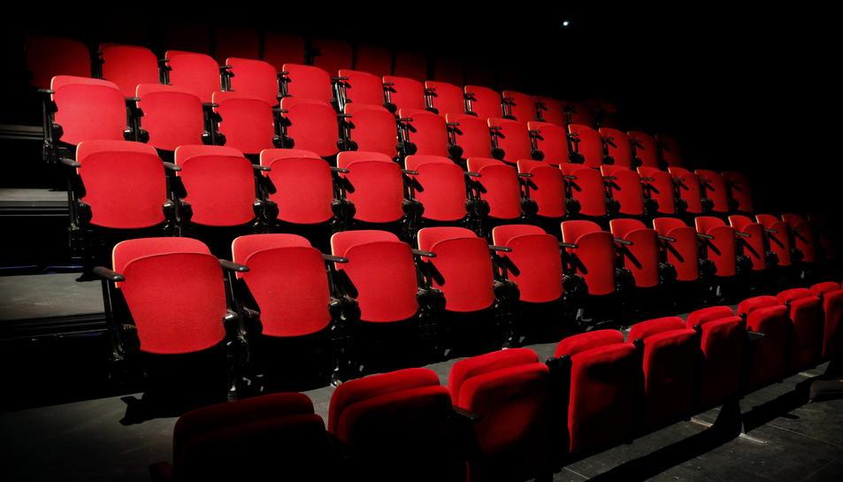 Pla general de les butaques que la Sala Trono ha comprat a un teatre de Salamanca per al nou espai de la caixa escènica del Metropol. Imatge de l'11 de gener del 2018