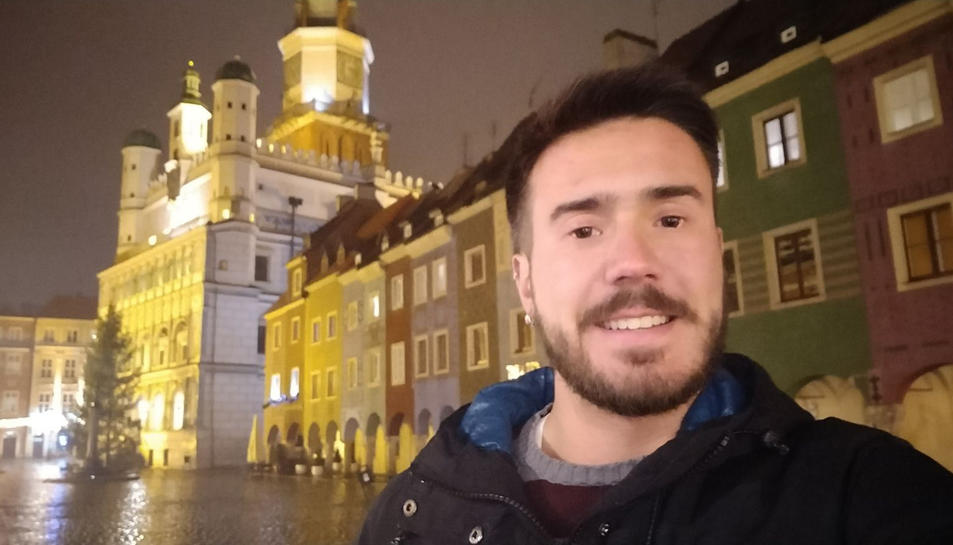 El Marc somriu a una de les cèntriques places de Poznan.