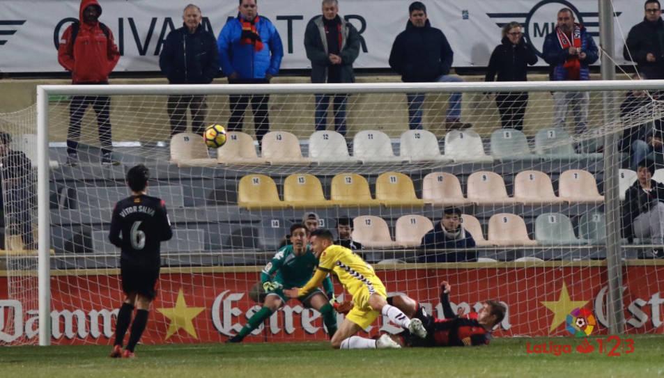 Moment en què Cristian Herrera ha anotat l'únic gol del partit