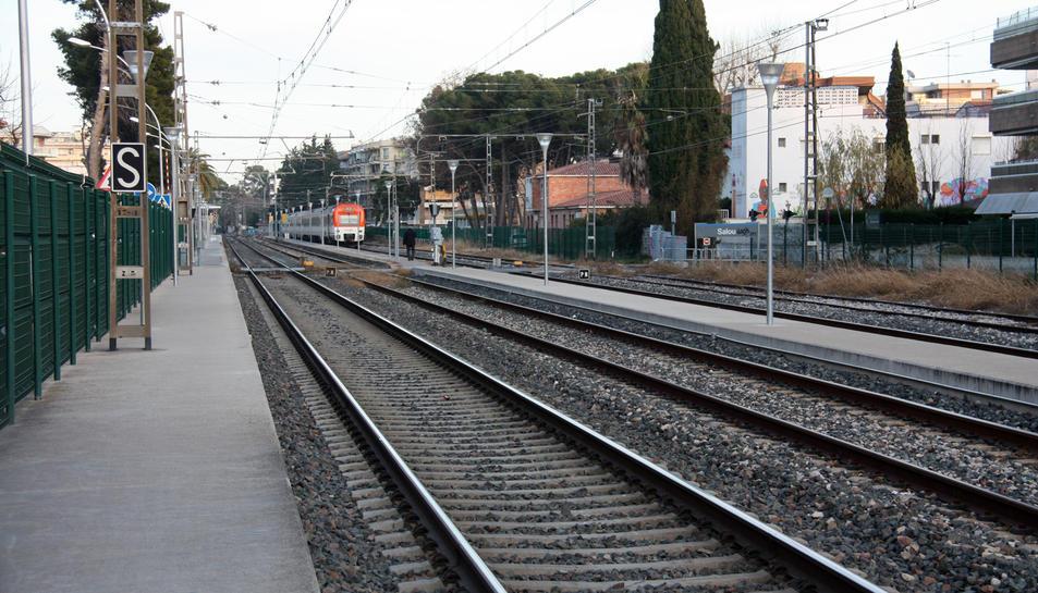 Les vies del tren al seu pas per Salou que seran desmantellades.