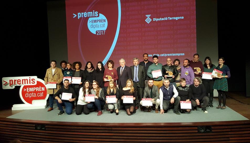 Imatge dels guardonats als Premis Emprèn.