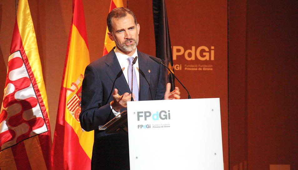 El monarca espanyol Felip VI fent el seu parlament durant l'entrega dels Premis Fundació Princesa de Girona l'any 2015