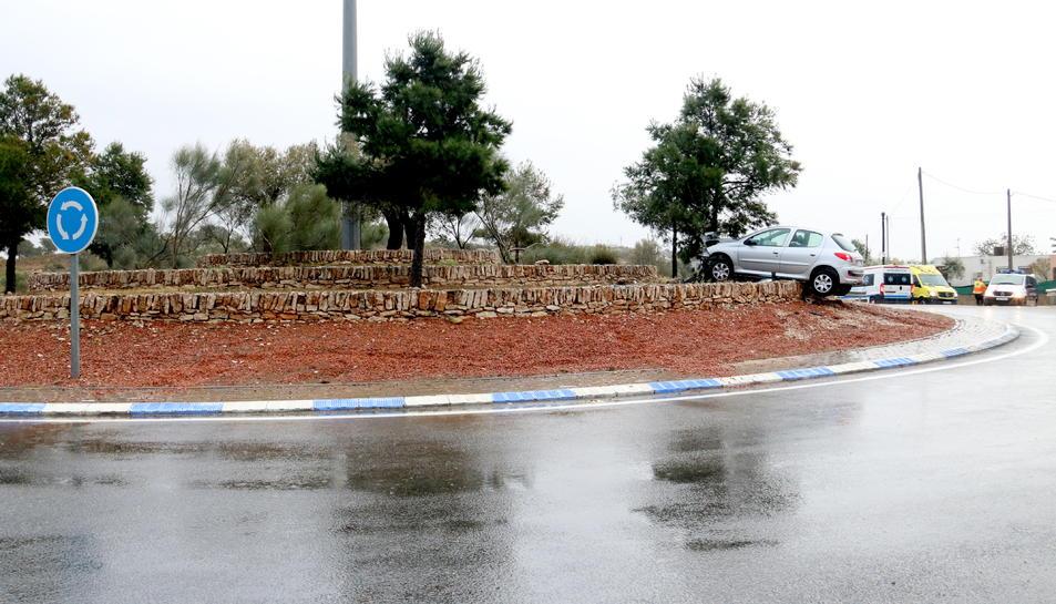 L'accident ha tingut lloc a la rotonda de la T-340 on conflueix la carretera de Freginals. Imatge del 6 de febrer de 2018