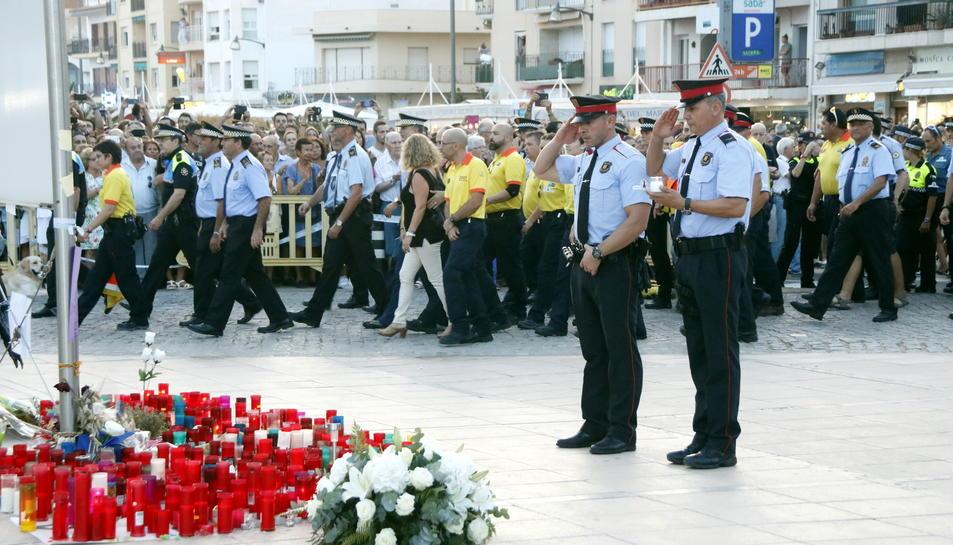 Agents dels Mossos d'Esquadra davant del punt on es va produir l'atemptat de Cambrils.
