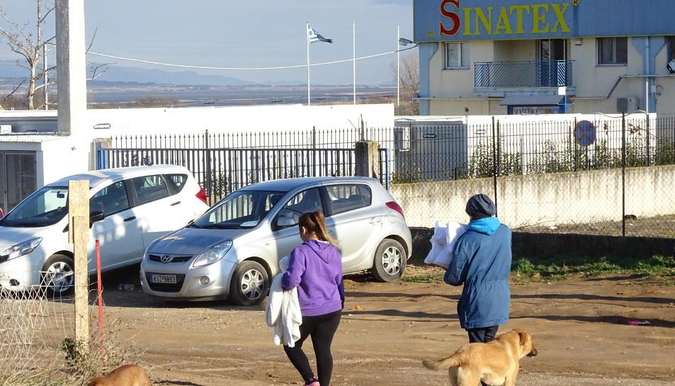 matge de l'entrada a Sinatex, nau convertida en un camp de refugiats l'any 2016.