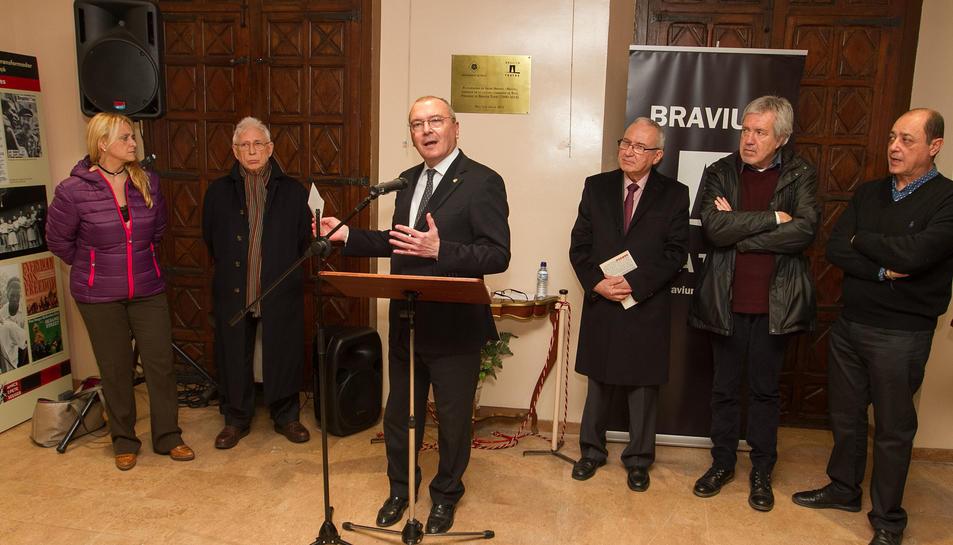 L'alcalde de Reus, Carles Pellicer, Raimon, Ramon Nadal i Arturo Gaia a la presentació.