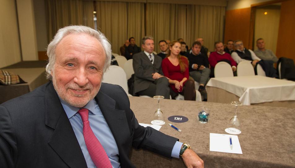 Una vintena de persones van assistir a la trobada d'ahir a Reus.