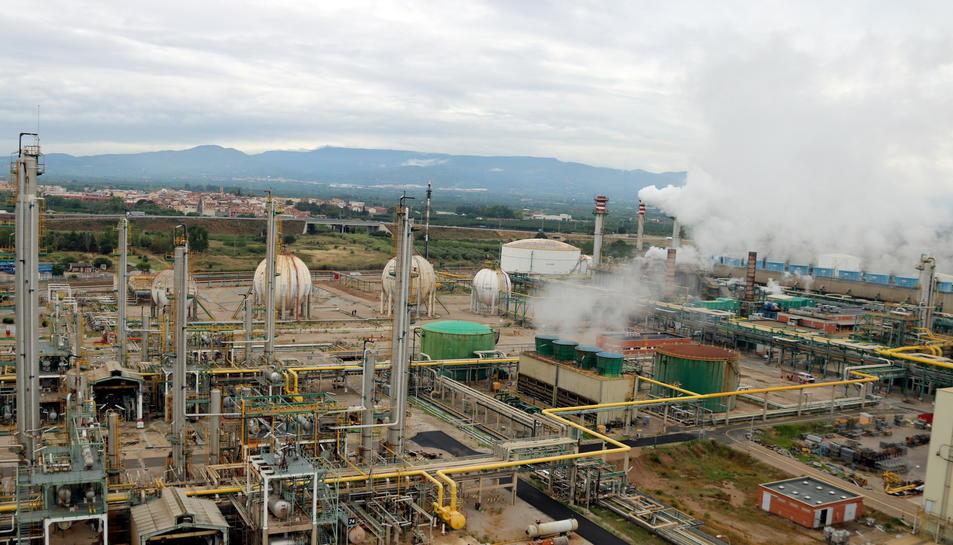 Imatge del complex industrial de Repsol a Tarragona, a la Pobla de Mafumet.