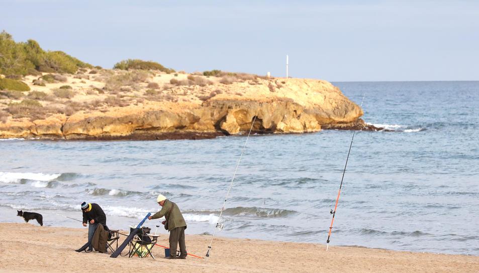L'hivern també és bona època per anar a pescar a la platja