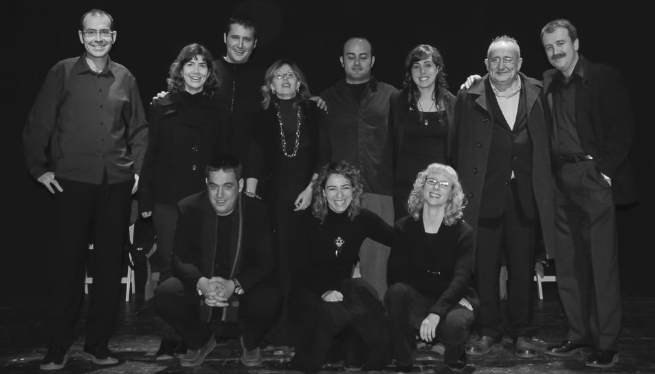 Josep Graset amb els actors de La Tramoia. Fotografies de 'El Poema de Nadal'.