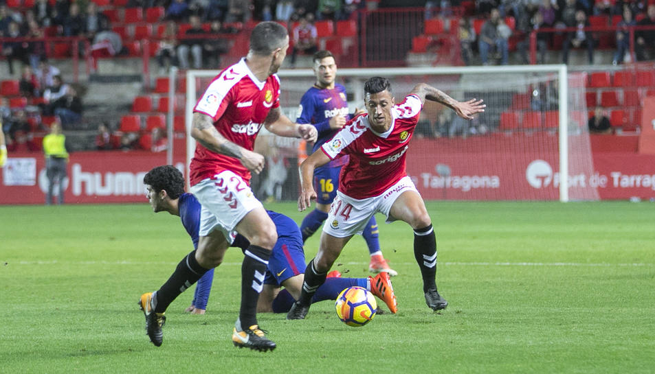 Maikel Mesa, durant el partit d'anada contra el Barcelona B. Després de complir sanció, tornarà a la convocatòria aquest dissabte.