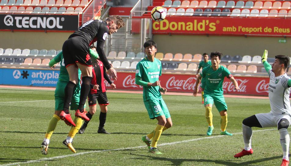 Edgar Hernández, amb una rematada de cap, va inaugurar el marcador.