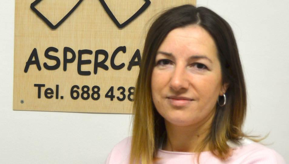 Laura Recha a la seu d'ASPERCAMP a Tarragona.