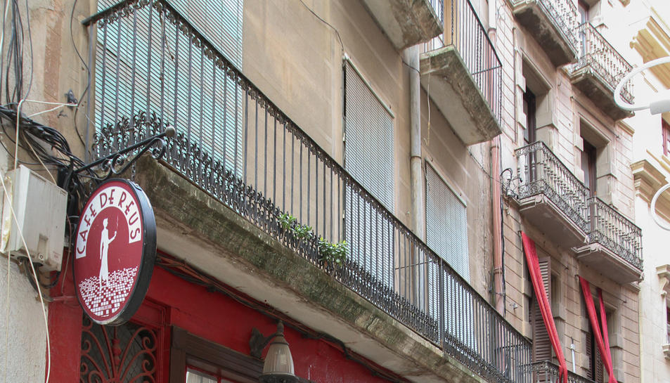 Els baixos al carrer Metge Fortuny són propietat de l'Ajuntament.
