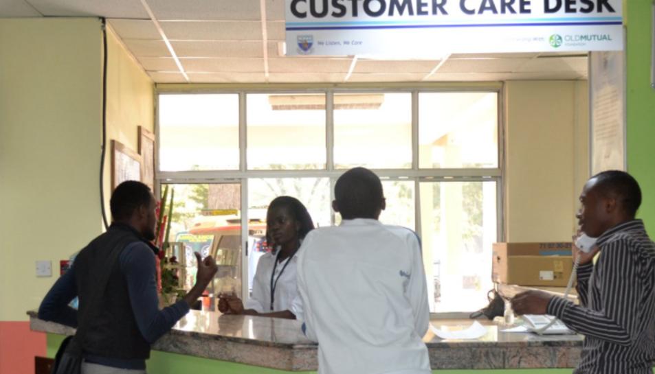 Imatge de la recepció de l'hospital Kenyatta National.