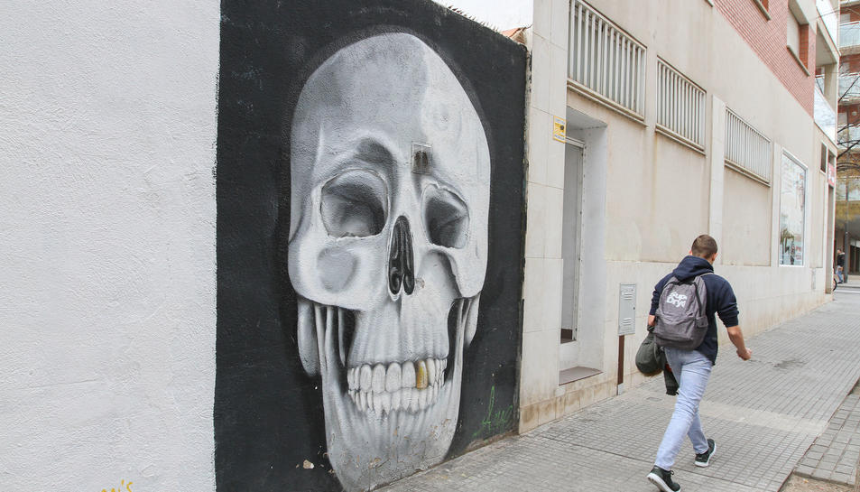 L'art urbà torna als carrers de Reus en forma de calavera