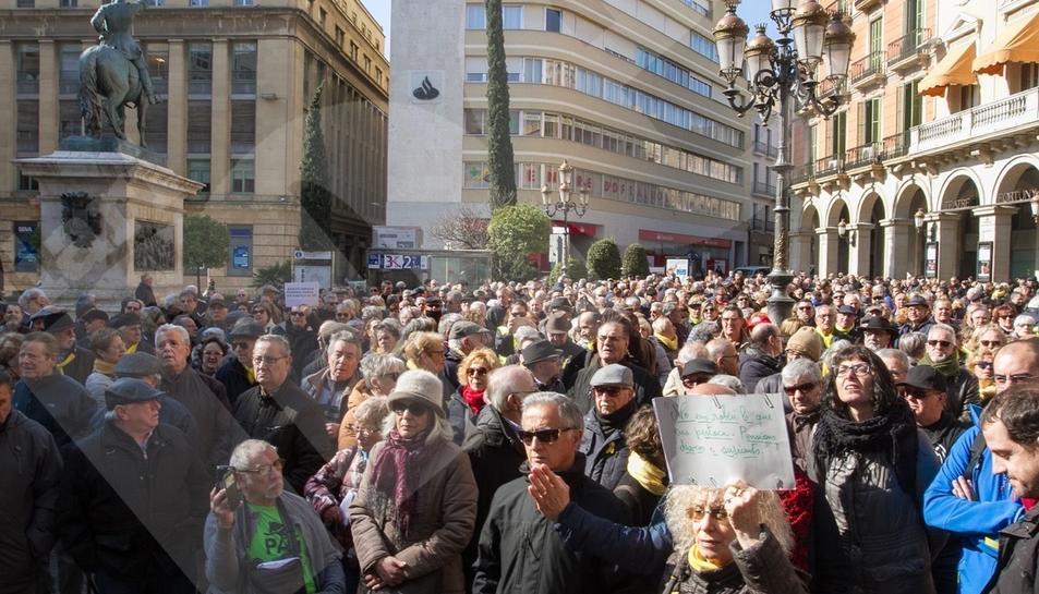 Un miler de persones es manifesten en defensa del sistema de pensions a Reus