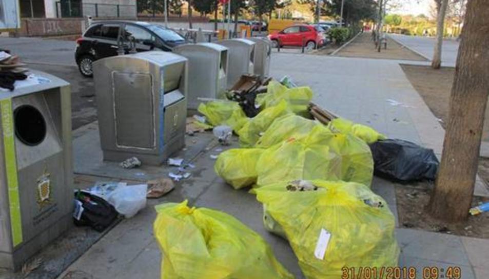 L'Ajuntament ha obert 104 expedients sancionadors a reincidents el 2017 després d'inspeccionar més de 10.000 bosses d'escombraries.