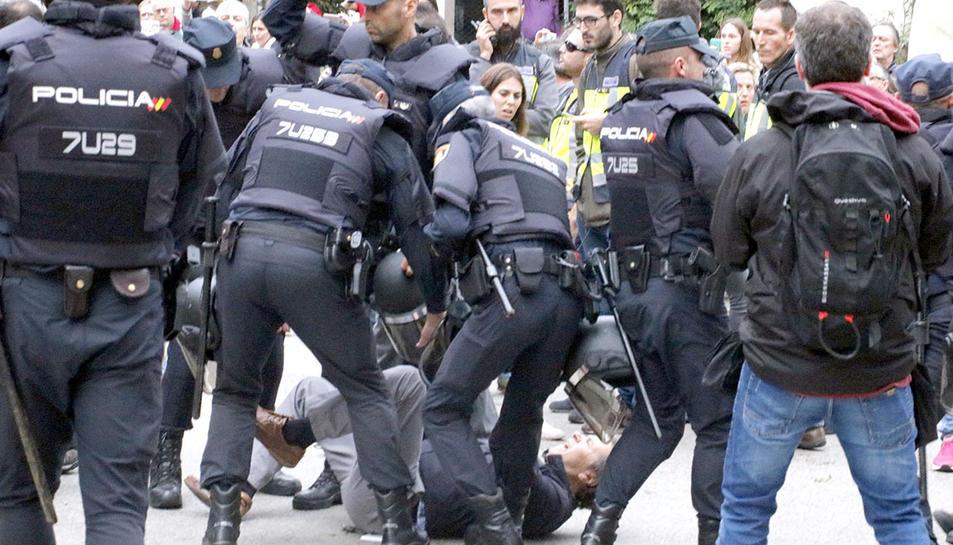 Imatge d'arxiu d'una càrrega policial el dia 1 d'octubre de 2017.