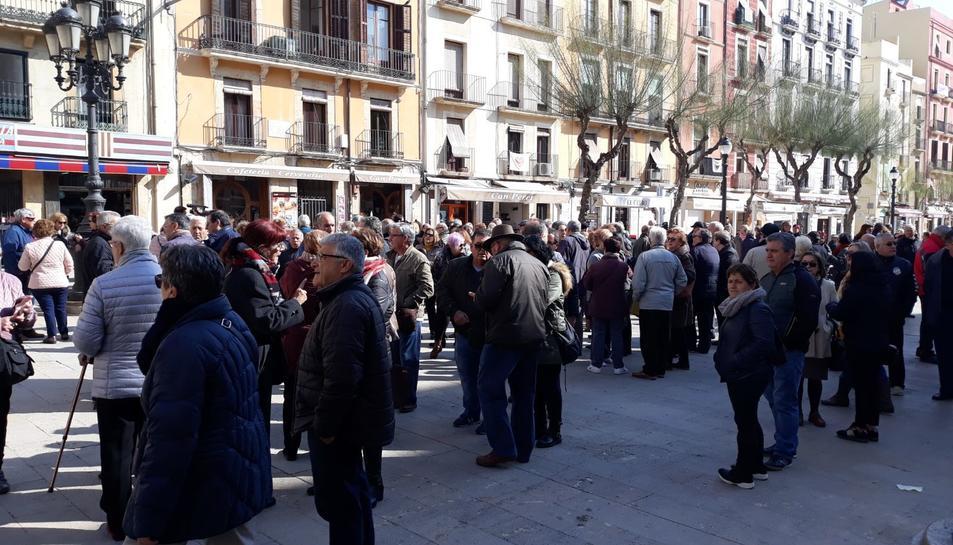 La Marea Pensionista del Camp de Tarragona també s'ha citat a la Plaça de la Font.