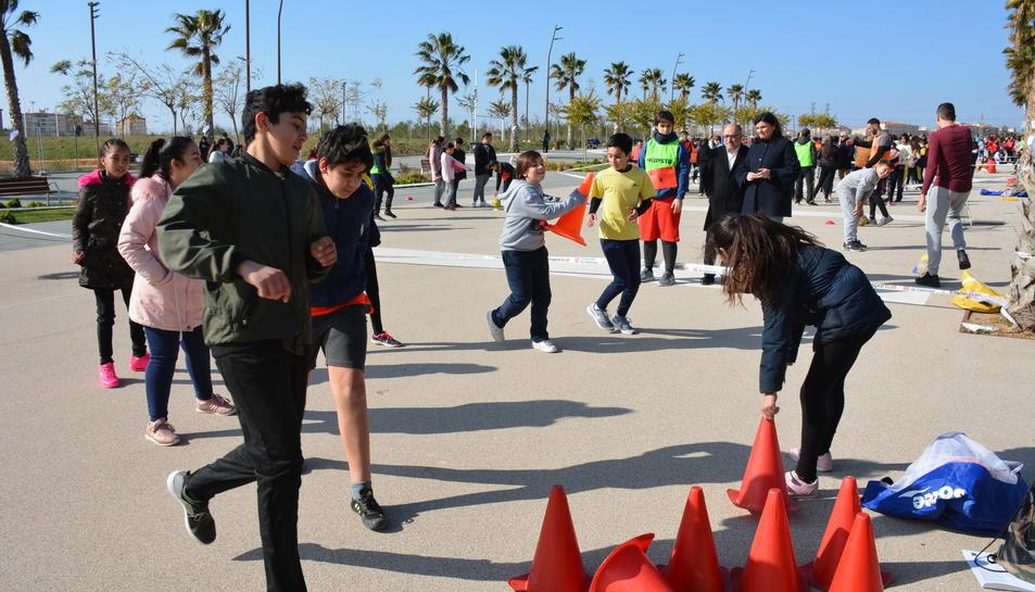 Els escolars han realitzat proves esportives no competitives.