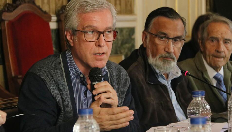 Pla mig de l'alcalde Ballesteros amb el regidor d'Urbanisme Josep Maria MIlà en la reunió del senat tarragoní.