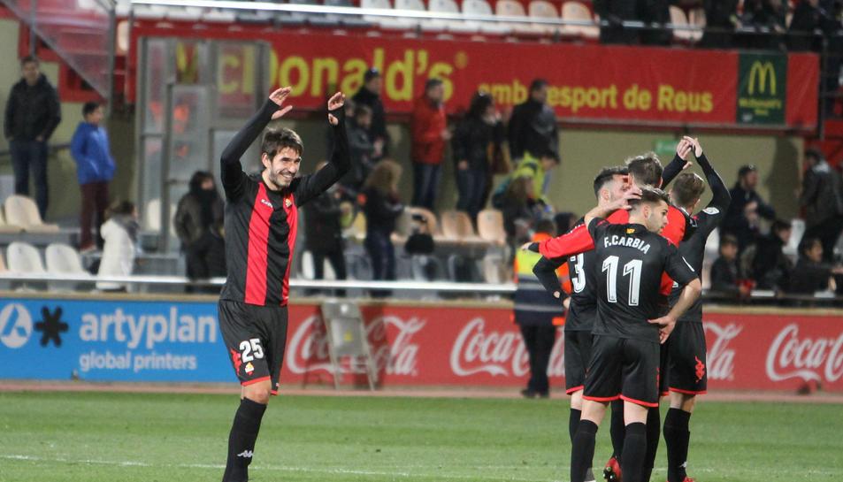 Lekic celebra la victòria al final del partit. El serbi va ser clau, anotant la diana que va trencar un partit complicat per al CF Reus.