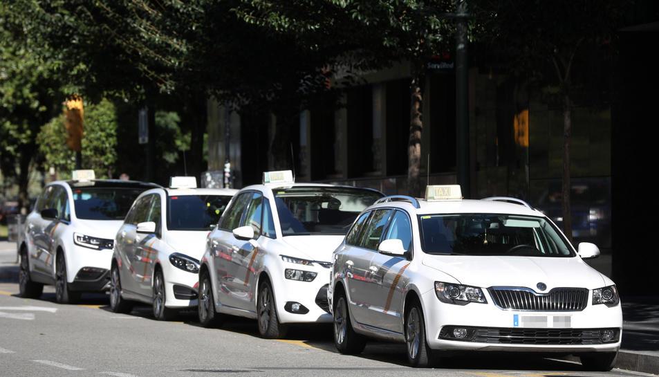 El color blanc dels taxis tarragonins canviarà en els propers mesos i se substituirà per un to gris.