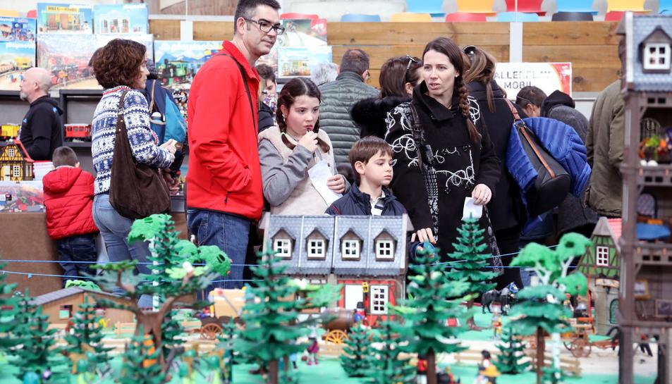 Petits i grans han gaudit amb les desenes de recreacions fetes a partir de les joguines de Playmobil.