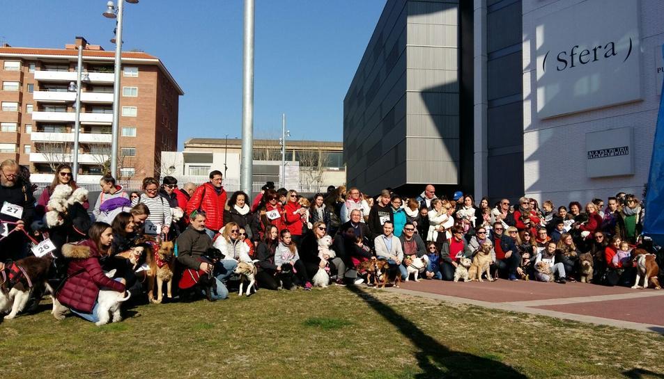 Fotografia de tots els participants amb les seves mascotes