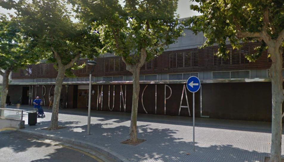 Imatge de la façana actual del Mercat Municipal de Salou, a la Via Roma.