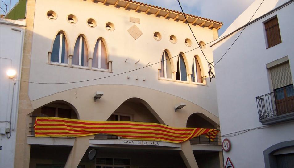Imatge de la façana de l'Ajuntament de la Bisbal.
