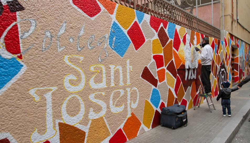 Pinten la façana del Col·legi Sant Josep de Reus